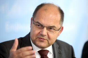 agrarminister schmidt warnt kirchen vor dominanz der tagespolitik 310x205 - Agrarminister Schmidt warnt Kirchen vor Dominanz der Tagespolitik
