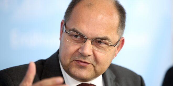 agrarminister schmidt warnt kirchen vor dominanz der tagespolitik 660x330 - Agrarminister Schmidt warnt Kirchen vor Dominanz der Tagespolitik
