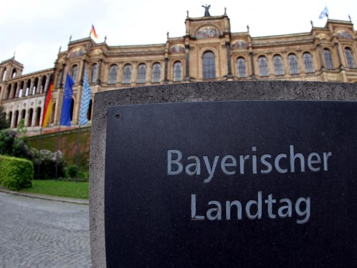 csu gegen anti afd strategie im landtagswahlkampf - Zentralrat der Muslime kritisiert bayerische Kreuz-Anordnung