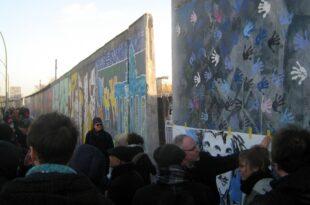 david hasselhoff kaempft fuer erhalt der berliner east side gallery 310x205 - David Hasselhoff kämpft für Erhalt der Berliner East Side Gallery