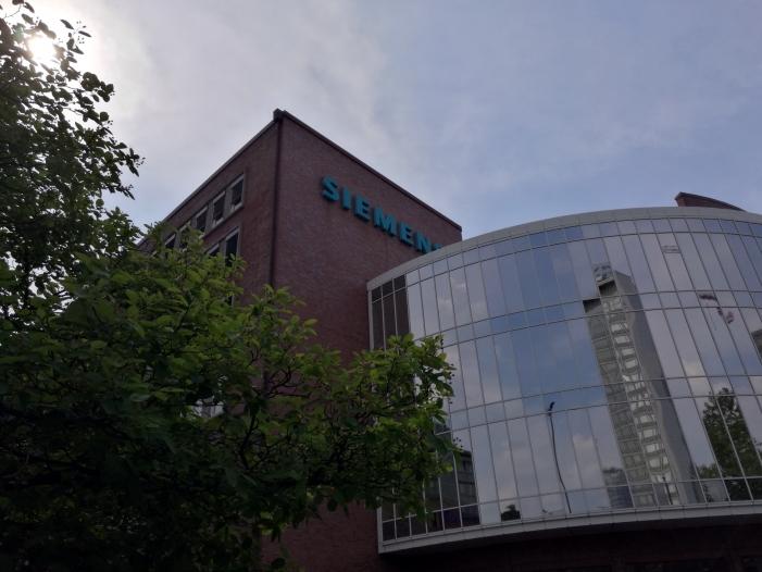 Photo of Siemens-Chef sieht Medizintechnik-Sparte langfristig vor Industrie
