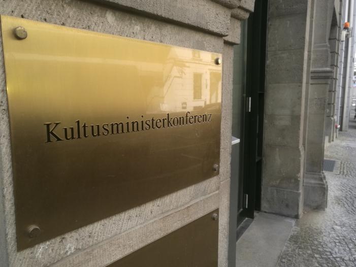 Photo of Bildungspolitiker von CDU und SPD fordern Reform der KMK
