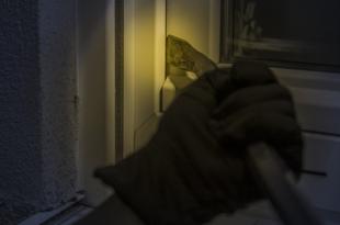 Einbrecher 310x205 - Überwachungskameras: Mehr Sicherheit in den eigenen vier Wänden?