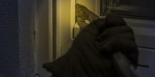 Einbrecher 660x330 - Überwachungskameras: Mehr Sicherheit in den eigenen vier Wänden?