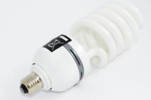 Energiesparlampe 310x205 - Energiesparlampen: Deutsche Umwelthilfe geht gegen Amazon vor