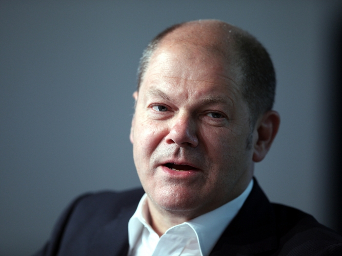 Olaf Scholz als Finanzminister im Gespräch