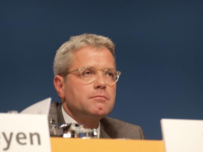 Photo of Röttgen: Meldeaufforderung an Auslandspolen bedauerlich