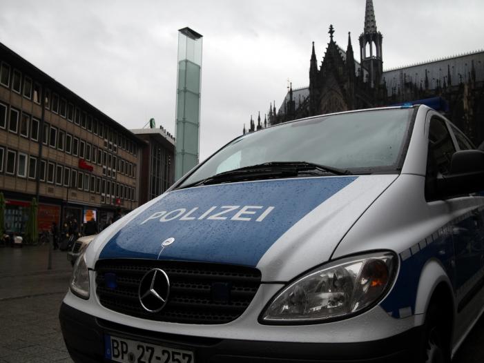 Bild von Frau überfällt Bank in Kölner Innenstadt