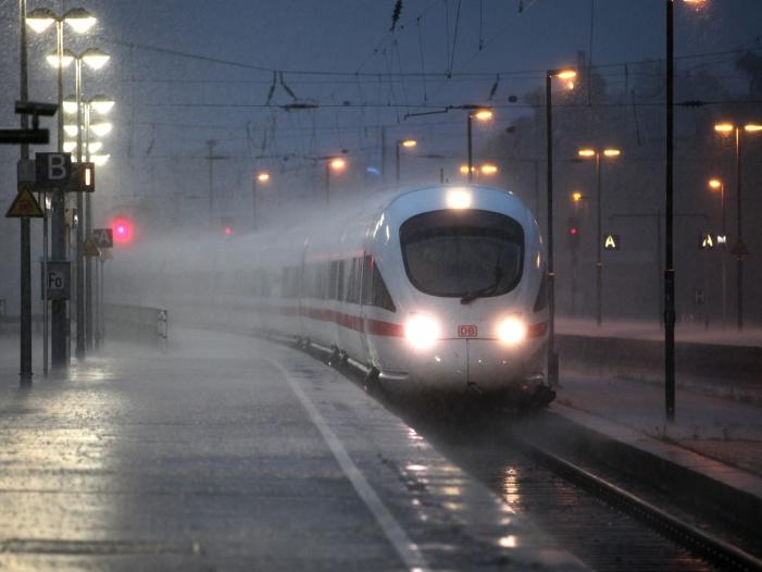 Bild von ICE-Strecke Berlin-München überlaufen – Mehr Züge erst im Dezember
