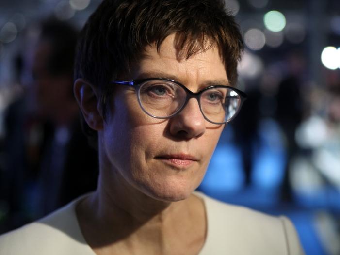 Kramp Karrenbauer kritisiert Heimat Äußerungen von Nahles - Kramp-Karrenbauer kritisiert Heimat-Äußerungen von Nahles