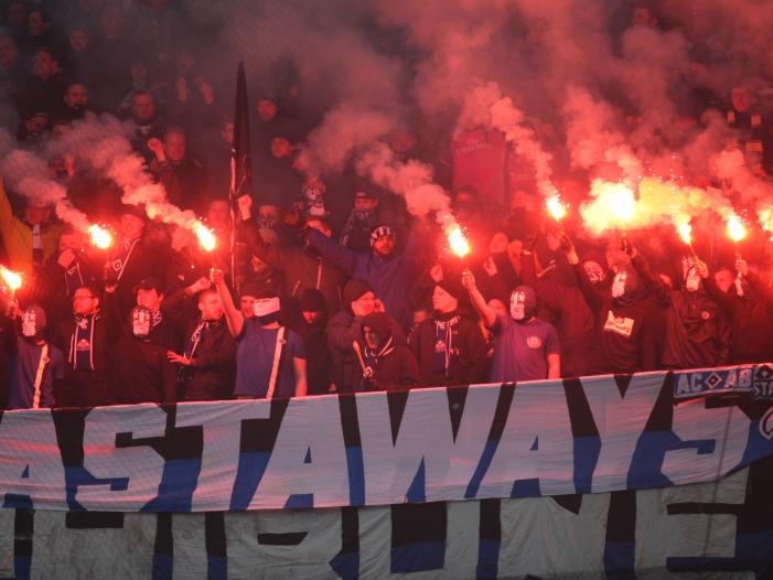 Reul nimmt Vereine bei Fußball Krawallen in die Pflicht - Reul nimmt Vereine bei Fußball-Krawallen in die Pflicht