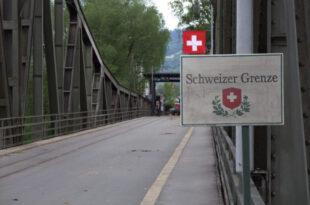 Schweizer Grenze 310x205 - Schweiz bürgert Islamisten aus