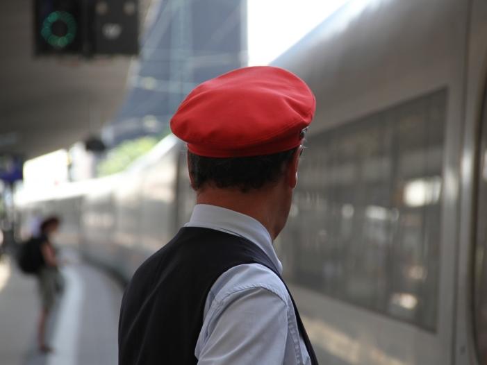 bahn kunden sollen ab mai tickets selbst entwerten - Bahn-Kunden sollen ab Mai Tickets selbst entwerten