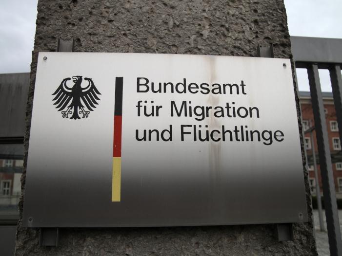 Bremer BAMF Stelle winkte Schleuser und Geheimdienstler durch - Bremer BAMF-Stelle winkte Schleuser und Geheimdienstler durch