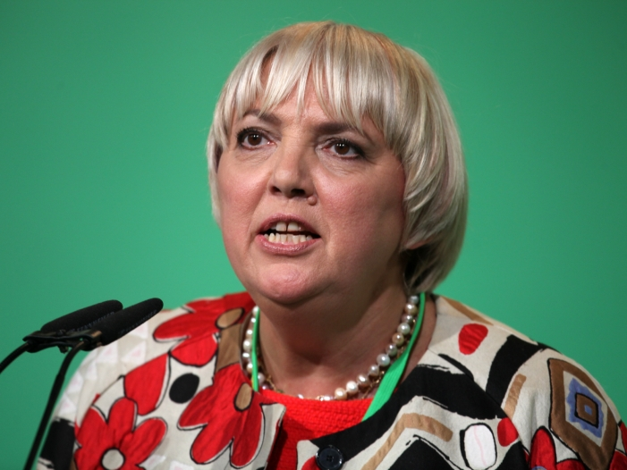 """Bild von Grünen-Politikerin Roth: Fußballer sind keine """"Ersatzdiplomaten"""""""