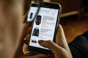 Smartphone Shopper 310x205 - Innovative Technologien für das Online-Shopping der Zukunft