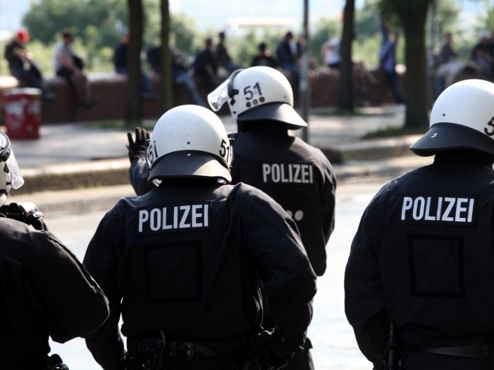 Photo of Hamburger Ex-Innensenator nimmt Polizei nach G20-Gipfel in Schutz