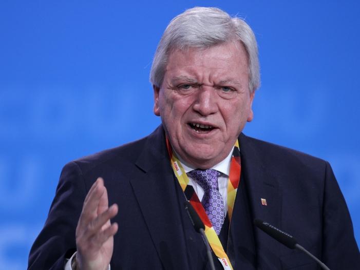 Photo of Hessens Ministerpräsident schaltet sich in Asylstreit ein