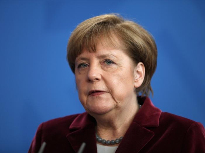 Photo of Merkel dankt BAMF-Mitarbeitern