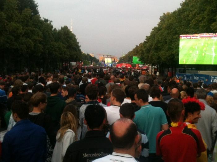Photo of Berliner AfD will Fanmeile dicht machen