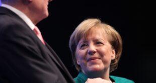 Seehofer gegenüber Merkel kampfeslustig 310x165 - Seehofer gegenüber Merkel kampfeslustig