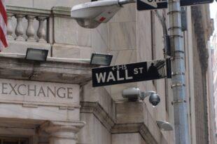 US Börsen legen deutlich zu Britisches Pfund bricht ein 310x205 - US-Börsen legen deutlich zu - Britisches Pfund bricht ein