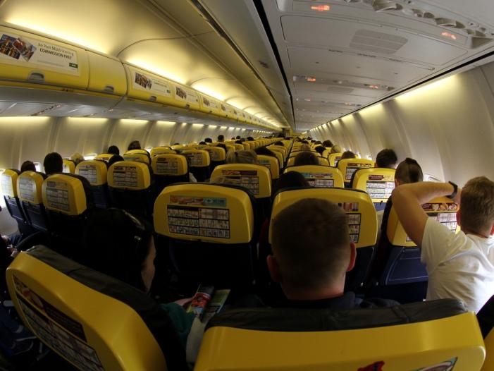 Flugbegleiter unterstützen Streik der Ryanair Piloten - Flugbegleiter unterstützen Streik der Ryanair-Piloten