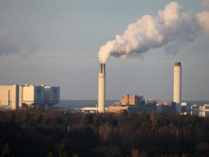 Land Berlin halbiert CO2 Emissionen früher als geplant - Land Berlin halbiert CO2-Emissionen früher als geplant