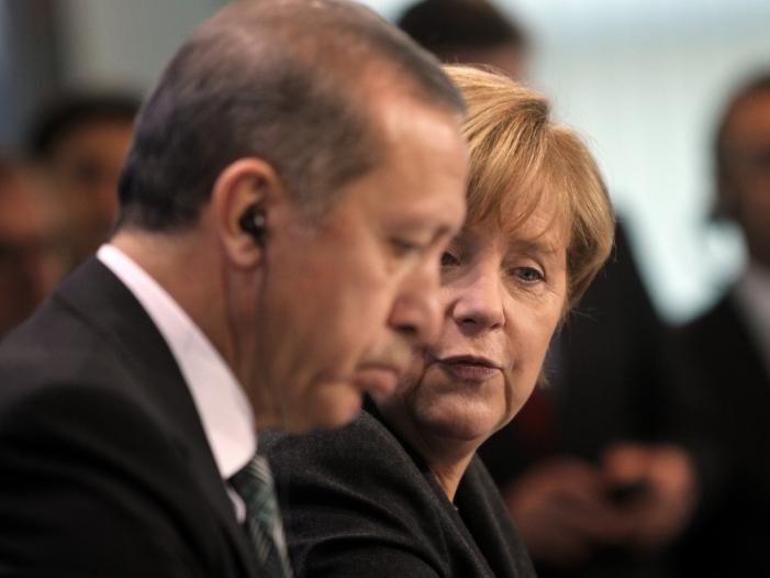 Photo of Istanbuler Gipfel fordert Verfassungsreform in Syrien