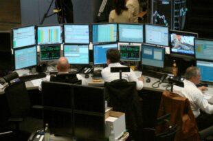 DAX legt am Mittag zu Deutsche Bank Aktie nach Razzia im Minus 310x205 - DAX legt am Mittag zu - Deutsche-Bank-Aktie nach Razzia im Minus