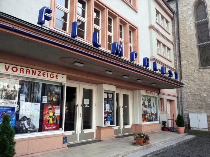 Photo of Jon Landau sieht Kino nicht durch Netflix bedroht