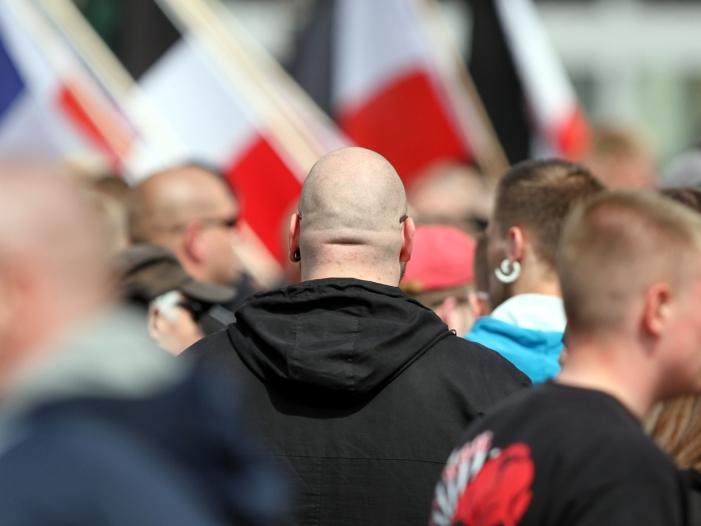 Regierung Zahl der rechtsextremen Demonstranten gestiegen - Regierung: Zahl der rechtsextremen Demonstranten gestiegen