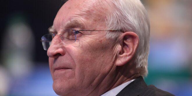 Stoiber Seehofer soll Innenminister bleiben 660x330 - Stoiber: Seehofer soll Innenminister bleiben