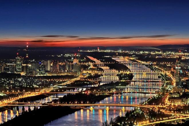 Wien bei Nacht - Umzug von Deutschland nach Österreich: Das ist zu beachten