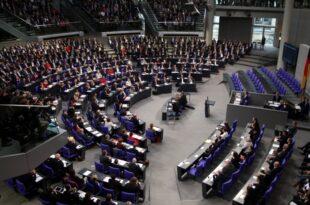 Bundestags Vize Oppermann will Wahlkreise vergrößern 310x205 - Familienministerin will Parität in Parlamenten