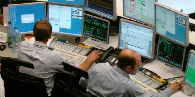 DAX am Mittag im Minus Auto Aktien legen zu 660x330 - DAX lässt am Mittag nach – ZEW-Index besser als erwartet