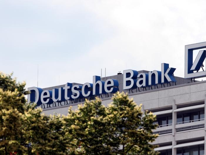 Deutsche Bank Chef stellt sich vor Mitarbeiter - Deutsche Bank-Chef stellt sich vor Mitarbeiter