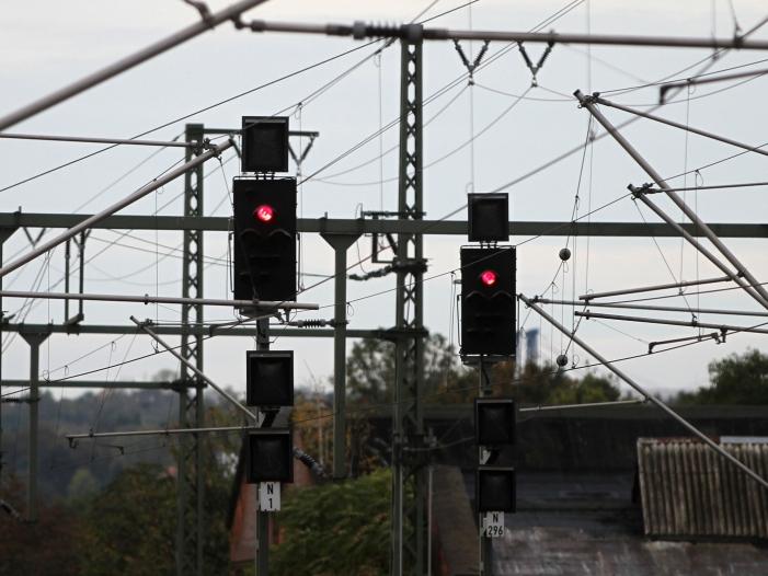 Ex-Bahn-Vorstand erwartet zu Weihnachten Chaos auf der Schiene