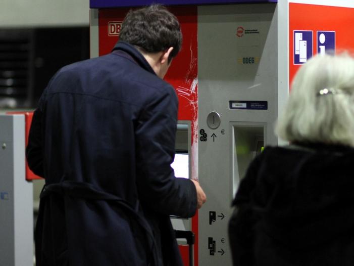 Fahrgastverband Pro Bahn hält Bahnstreik für überzogen - Bahn: Fahrkartenkauf an Automaten wird vorerst nicht eingestellt