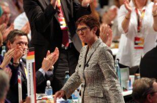 Forsa AKK bei Kanzlerfrage deutlich vor SPD Kandidaten 310x205 - Von der Leyen sieht AKK als Favoritin für nächste Kanzlerkandidatur