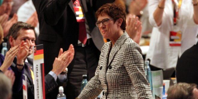 Forsa AKK bei Kanzlerfrage deutlich vor SPD Kandidaten 660x330 - Von der Leyen sieht AKK als Favoritin für nächste Kanzlerkandidatur
