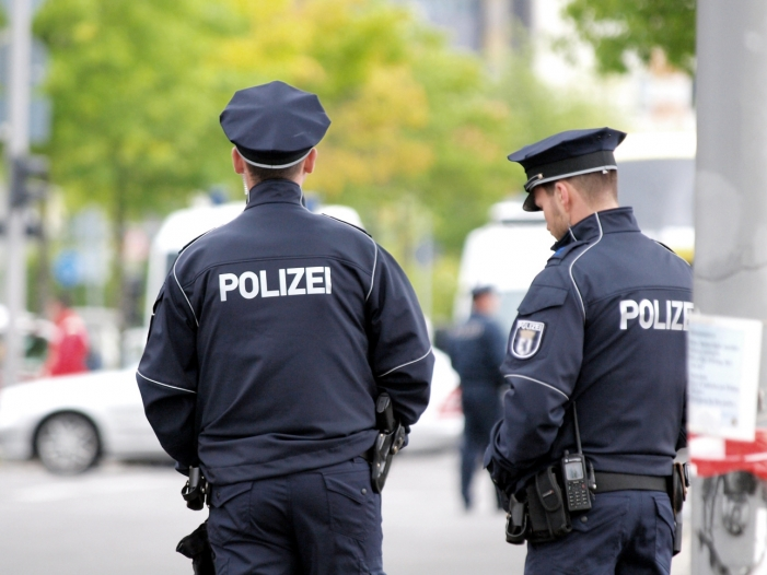 """Hodenvorschrift für Polizeitauglichkeit soll abgeschafft werden - """"Hodenvorschrift"""" für Polizeitauglichkeit soll abgeschafft werden"""