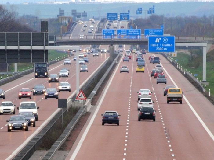 Immer mehr und immer größere Autos auf deutschen Straßen - BMW und Daimler wollen beim autonomen Fahren kooperieren