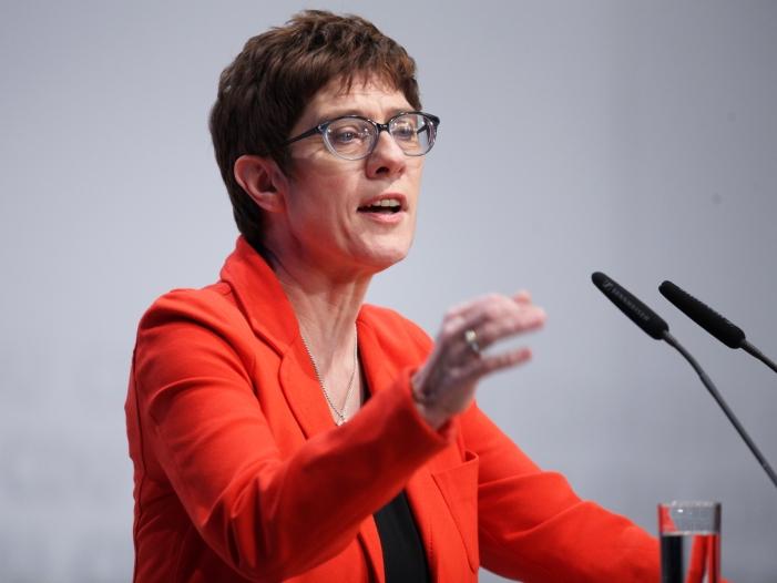 Mehrheit der CDU Delegierten aus Schleswig Holstein für AKK - CDU-Wirtschaftsflügel ermahnt Kramp-Karrenbauer