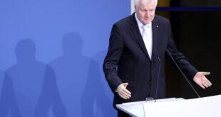 Seehofer lobt Merkel Sie ist die Beste 310x165 - Seehofer hält Schutz der CSU vor Neoliberalismus für große Leistung