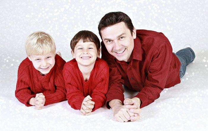 Vater Sohn - Studie: Extrem lange Arbeitszeiten der Väter schaden vor allem den Söhnen