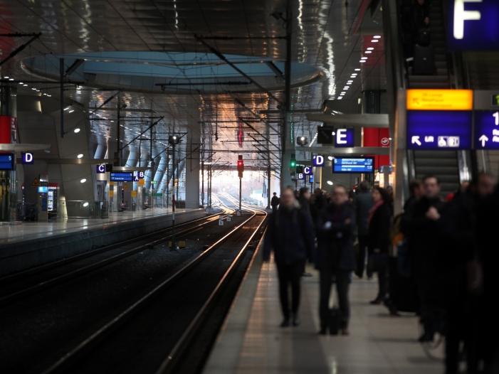 Zugverkehr läuft nach Streikende wieder an - Zugverkehr läuft nach Streikende wieder an