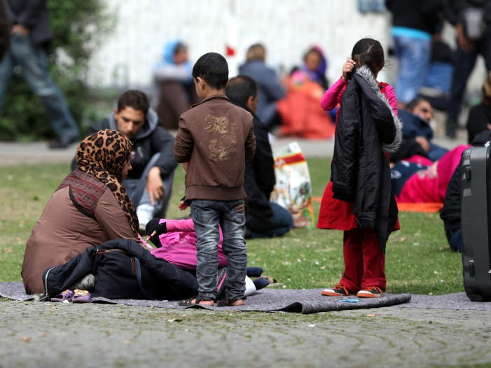Bild von AKK will Juristen über Flüchtlingspolitik streiten lassen