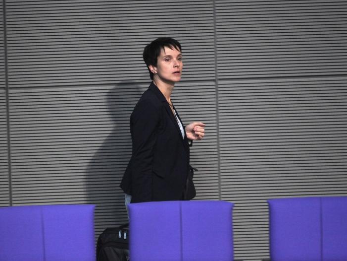 Photo of AfD-Gründer Lucke bereut Zusammenarbeit mit Petry