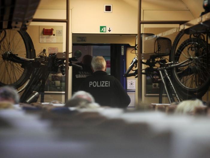 Photo of Über 14.000 illegale Einreisen per Bus und Bahn